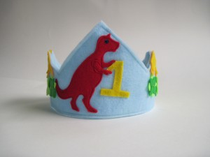Felt Tyranosaurus birthday crown from Woo Who